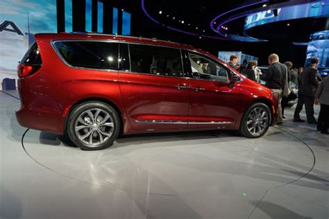 how much is a chrysler pacifica 6 things you didn t about the 2017 chrysler pacifica