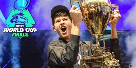 year  fortnite world champion swatted   stream
