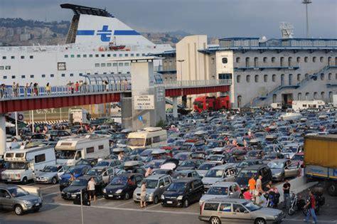 porto di genova partenze traghetti 31 luglio picco massimo passeggeri in transito porto