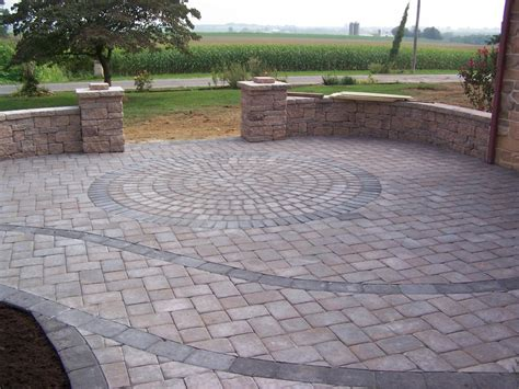 Paver Patterns For Patios Circle Pattern Within Paver Patio Walls That As Benches Pillars At The Side Of The