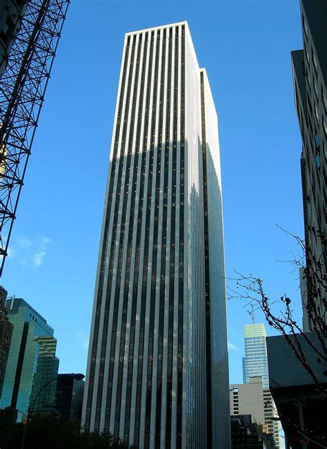Gm Corporate Office by Gm Abandons The Big Apple Thedetroitbureau