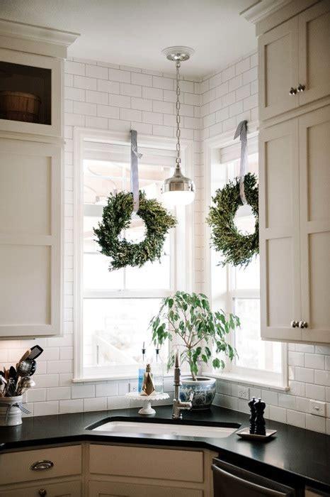decorating  boxwood wreaths christinas adventures