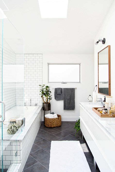 Black N White Bathrooms by Best 25 White Bathrooms Ideas On White