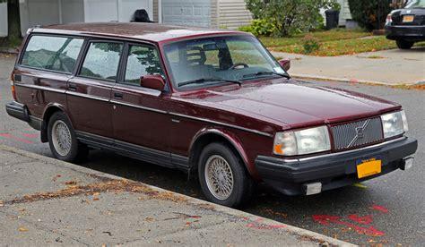 classic volvo sedan file 1993 volvo 240 classic estate front right jpg