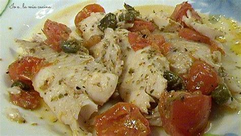 filetto di platessa come cucinarlo merluzzo con pomodorini capperi e origano in cucina