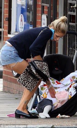 Beckham 3in1 Jb9920 1 geldof tips baby astala out of buggy after hitting
