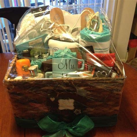25  best ideas about Honeymoon basket on Pinterest