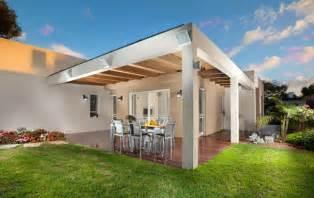 Optez pour une pergola en bois massif et cr 233 ez une terrasse couverte