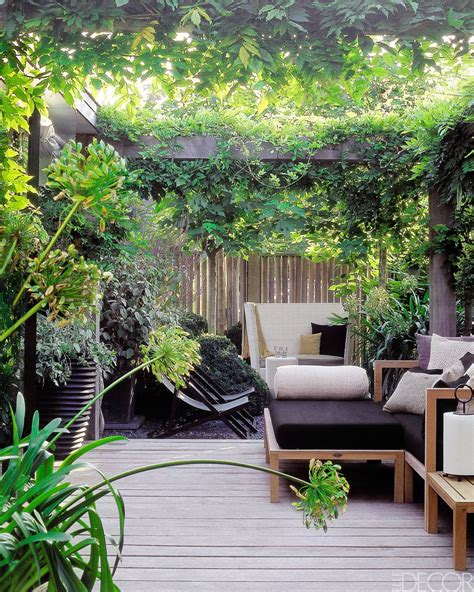8 Ideas For The Ultimate Urban Oasis Urban Gardens And Secluded Backyard Ideas