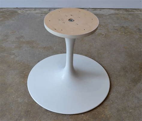 Early Knoll Tulip Base Coffee Table by Eero Saarinen, 1950s For Sale at 1stdibs