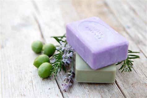 Sabun Gamas Transparan Bar Soap does bar soap hold onto germs reader s digest