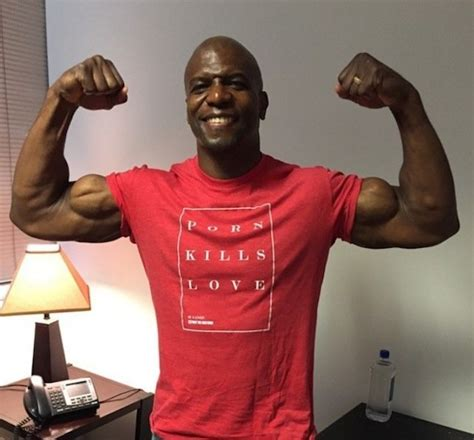 terry crews nfl actor former nfl player terry crews opens up about his