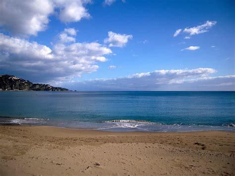 giardini naxos spiaggia giardini naxos spiagge incredibili italiavai