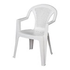 chaise de jardin en plastique blanc