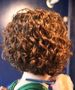 how to stlye a stacked bob with wavy hair real texture talk paloma s curly bob