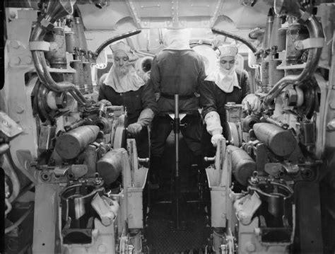 5 inch naval gun turret file inside 5 25 inch gun turret hms kgv 1943 iwm a 15889