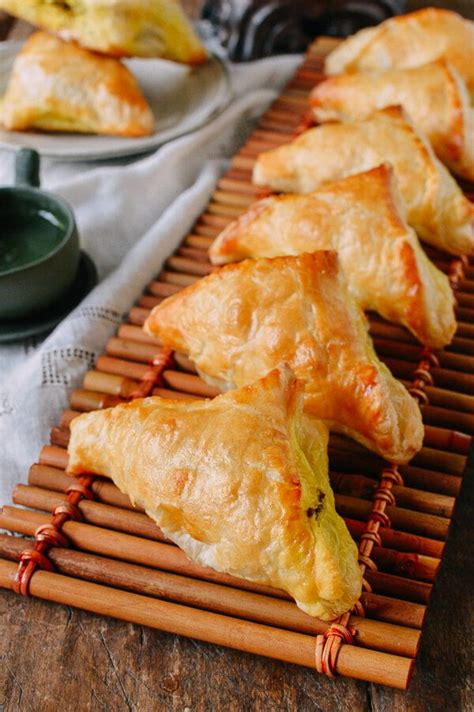 Toaster Oven Baking Curry Puffs With Beef The Woks Of Life
