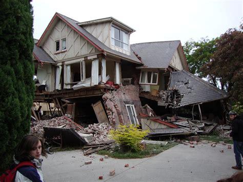 us home photo file 80 bealey avenue after earthquake jpg wikimedia commons