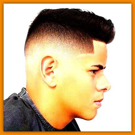 cortes de cabello para hombres jovenes peinados de moda para hombres jovenes en cabello lacio