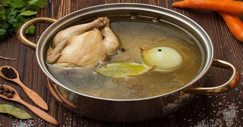 cara membuat kaldu ayam homemade yang lezat dan sehat bikin kaldu yang lezat pakai tulang paha dan ceker ayam