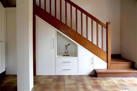 poign馥s placard cuisine top placards sous escaliers with rangement sous escalier
