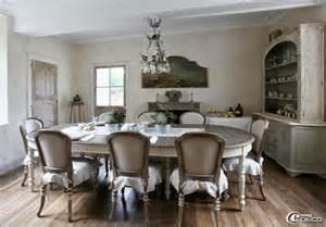 Table de cuisine blanc en bois meuble et luminaire esprit charme