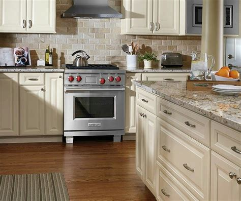 ivory painted kitchen cabinets 102 best images about aristokraft cabinetry on pinterest