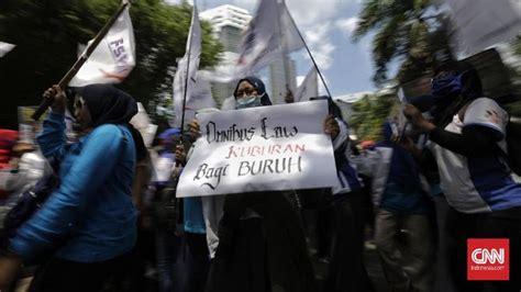buruh demo  bandung omnibus law lebih bahaya  corona