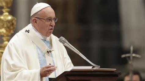 pope francis new year message pope warns of cold societies that lack compassion in new
