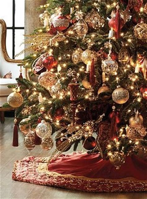 christmas burgundy gold and pearls rich burgundy and gold fabrics accented with glistening pearls make the belissima tree skirt