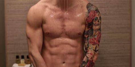 uomini nudi doccia studenti della bocconi vendono il proprio corpo sui siti