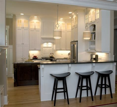 White Kitchen W Peninsula And Island Favorite Places Kitchen Peninsula Lighting