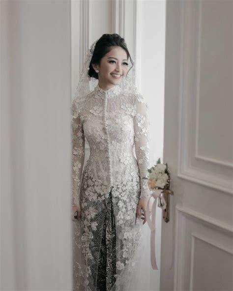 Dress Bunga Berkerah 20 inspirasi model kebaya putih untuk akad nikah demi