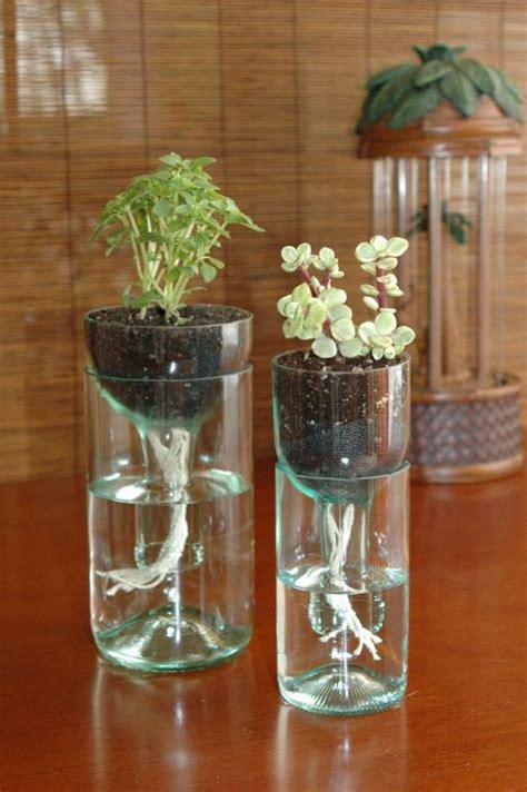 memanfaatkan botol kaca menjadi pot bunga cantik