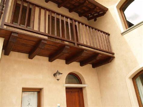 ringhiera in legno per esterni vm arredamenti cuneo realizzazione scale e ringhiere