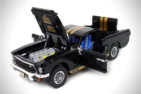deze ford mustang  volledig gebouwd uit lego compleet