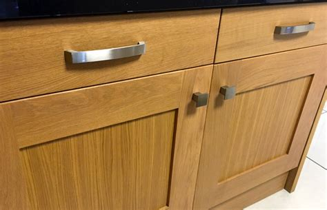 Kitchen Unit Knobs And Handles How To Choose Kitchen Unit Handles Knobs Diy Kitchens