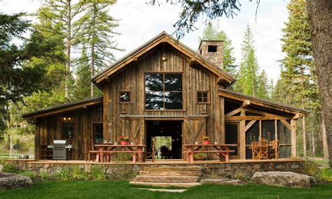 Rustic Barn Homes | 10 rustic barn ideas to use in your contemporary home