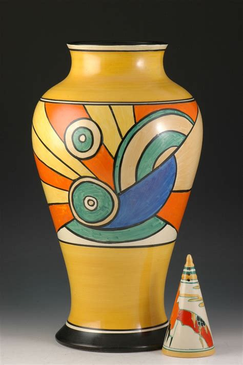Clarice Cliff Vase by 17 Best Images About Vases Urns On Pewter