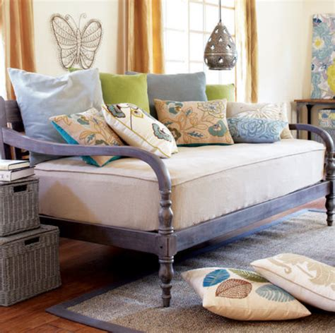 daybed as couch 6 dreamy daybeds craft blog