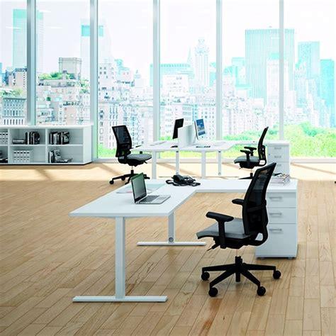 scrivania a l scrivania a l scrivania dietro al divano with scrivania a