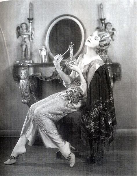 Idée Dressing Femme by A Hist 243 Ria Do Perfume Cultura Cultura Mix