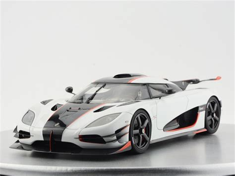 white koenigsegg one 1 look koenigsegg one 1 pebble white w stripe