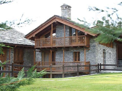 in pietra e legno la salle vecchio fienile in pietra e legno ristrutturato