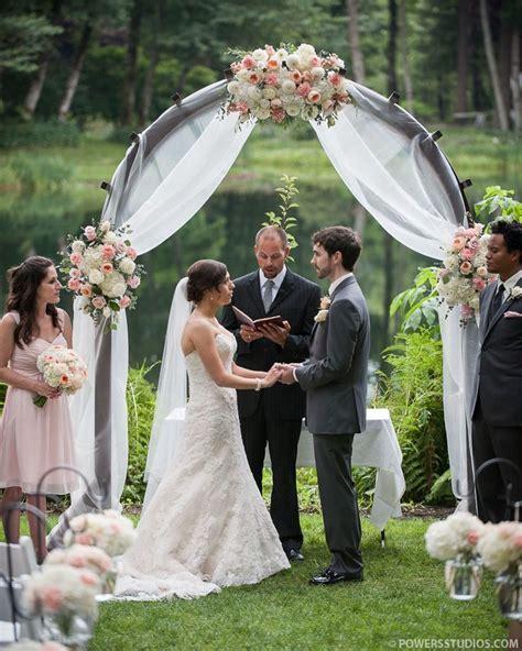 25  best ideas about Wedding trellis on Pinterest   Rustic