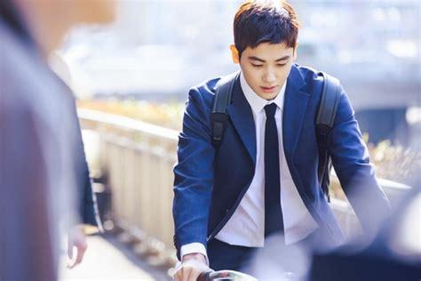 film baru park hyung sik kinimall park hyung sik sepedaan di foto teaser drama suits