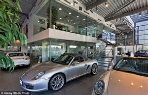 new car showroom report predicts we ll be buying and selling vehicles via