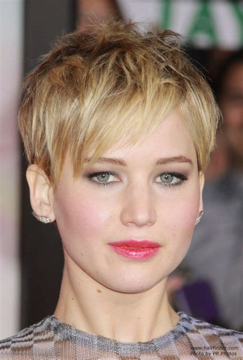 instructions for jennifer lawrece short haircut jennifer lawrence short pixiecut with angled bangs