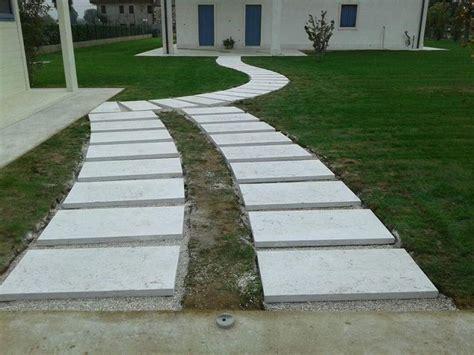 vialetti giardino pietra lessinia o prun vialetto in giardino realizzato da