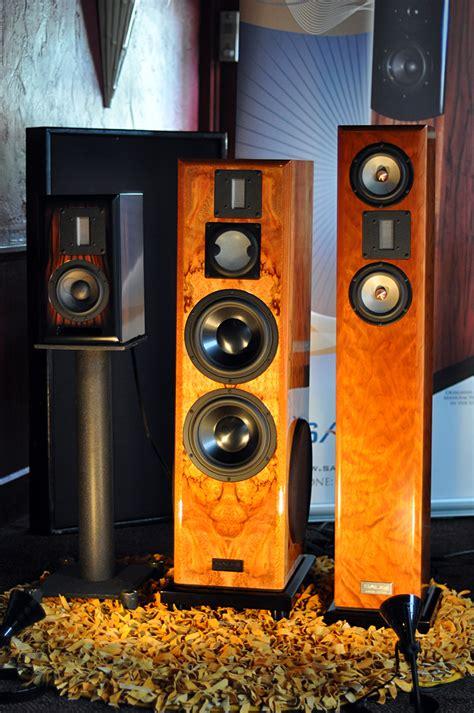 bookshelf  tower speakers     audioholics
